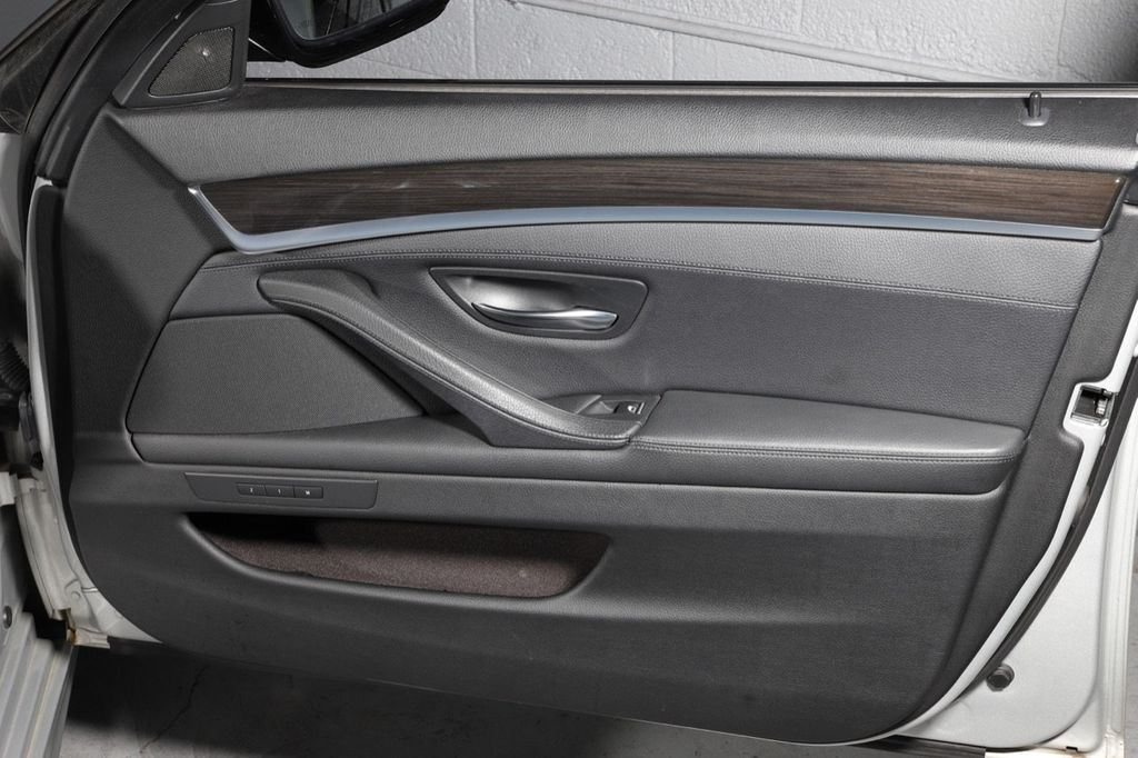 2011 BMW 5 Series 550i xDrive - 18193519 - 39