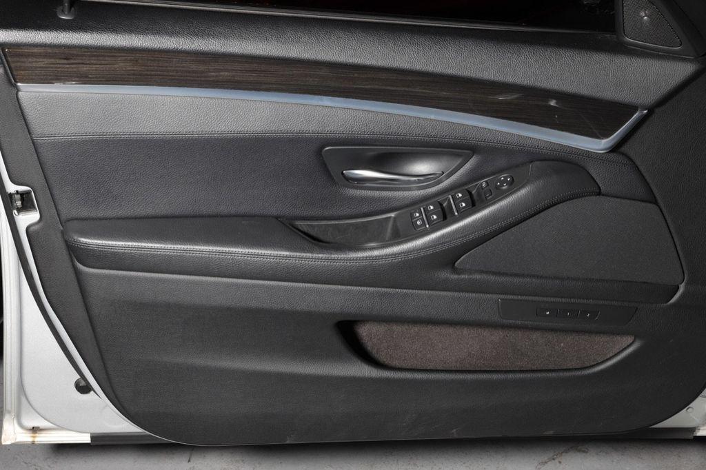 2011 BMW 5 Series 550i xDrive - 18193519 - 40