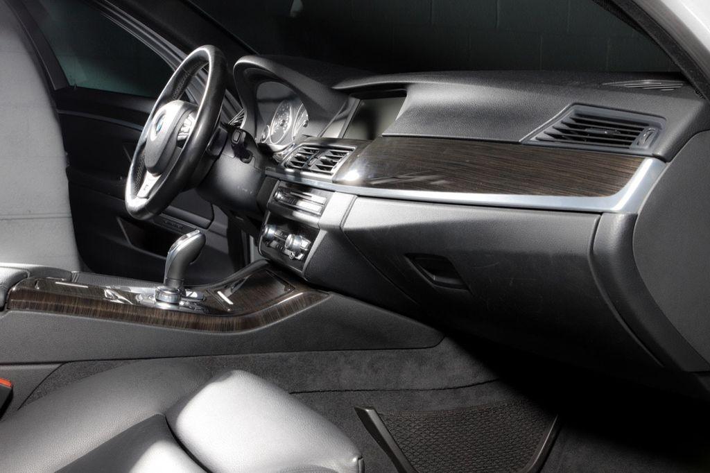 2011 BMW 5 Series 550i xDrive - 18193519 - 47