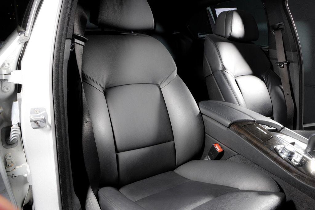 2011 BMW 5 Series 550i xDrive - 18193519 - 50