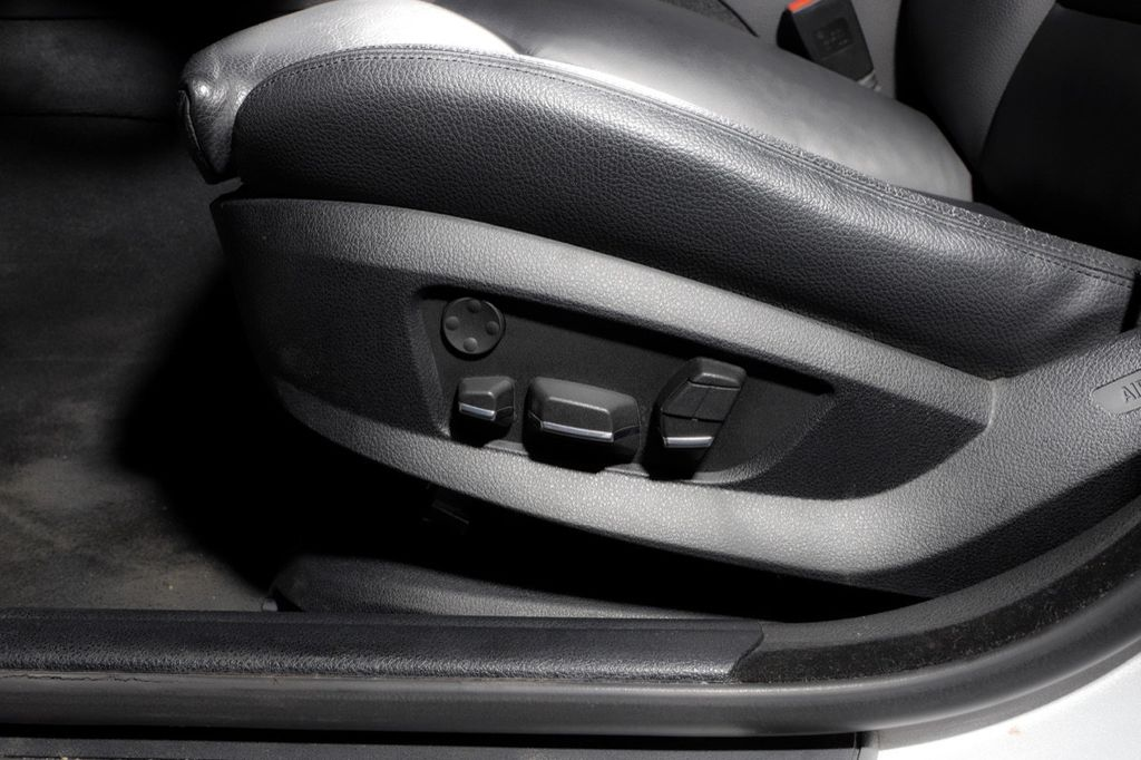 2011 BMW 5 Series 550i xDrive - 18193519 - 53