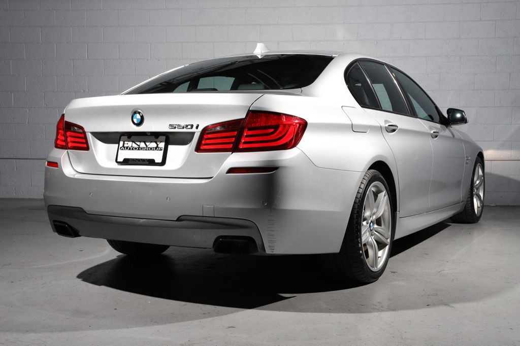 2011 BMW 5 Series 550i xDrive - 18193519 - 5