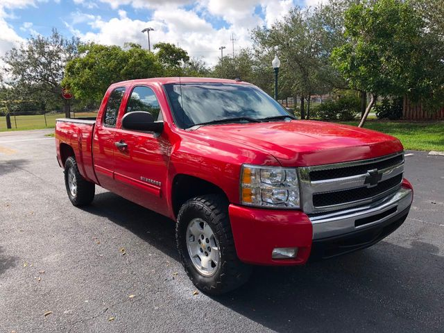 "2011 Chevrolet Silverado 1500 2WD Ext Cab 143.5"" LT - Click to see full-size photo viewer"