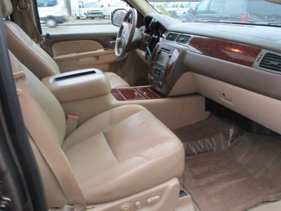 2011 Chevrolet Suburban 2WD 4dr 1500 LTZ - Click to see full-size photo viewer