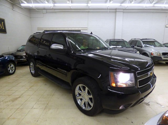 2011 Chevrolet Suburban 4WD 4dr 1500 LT - Click to see full-size photo viewer