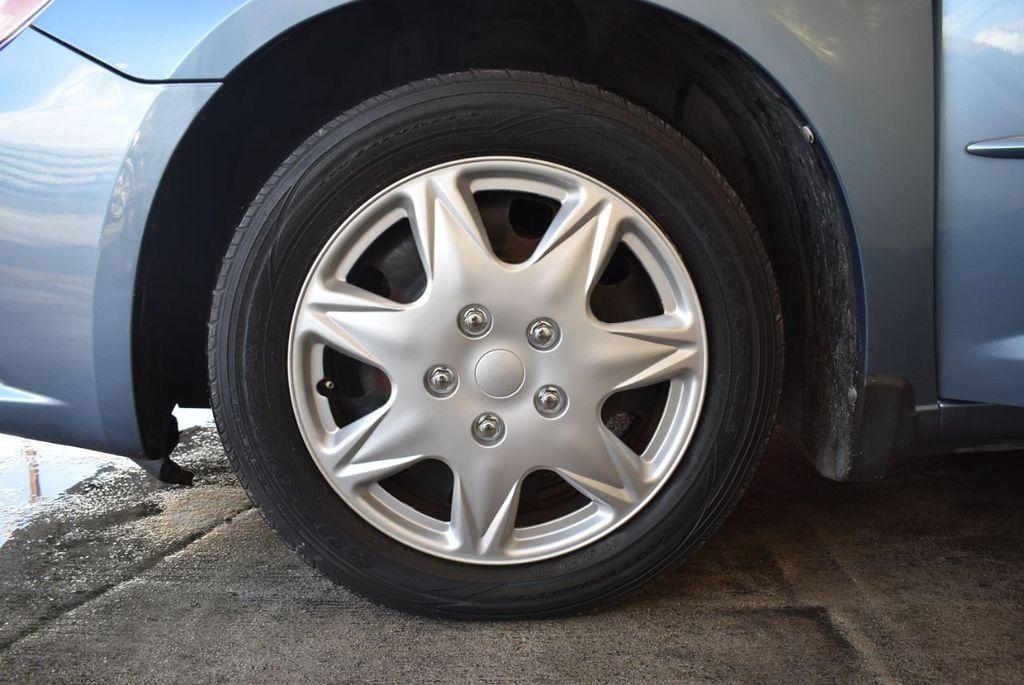 2011 Chrysler 200 4dr Sedan LX - 18037974 - 11