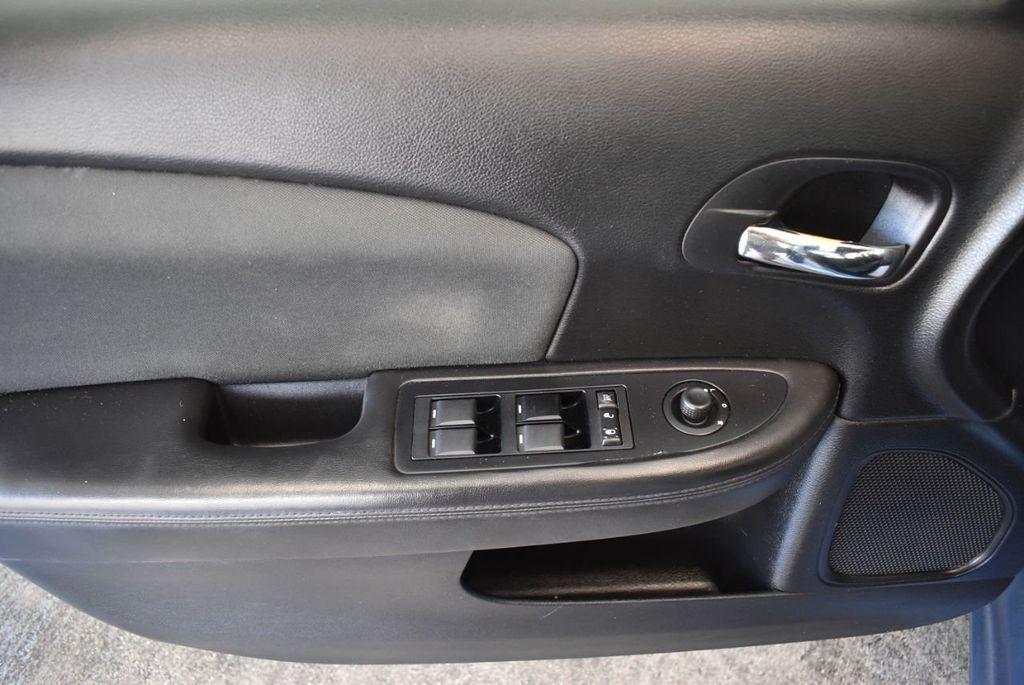 2011 Chrysler 200 4dr Sedan LX - 18037974 - 15