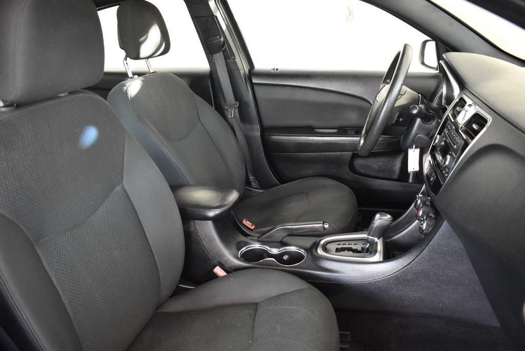 2011 Chrysler 200 4dr Sedan LX - 18037974 - 24
