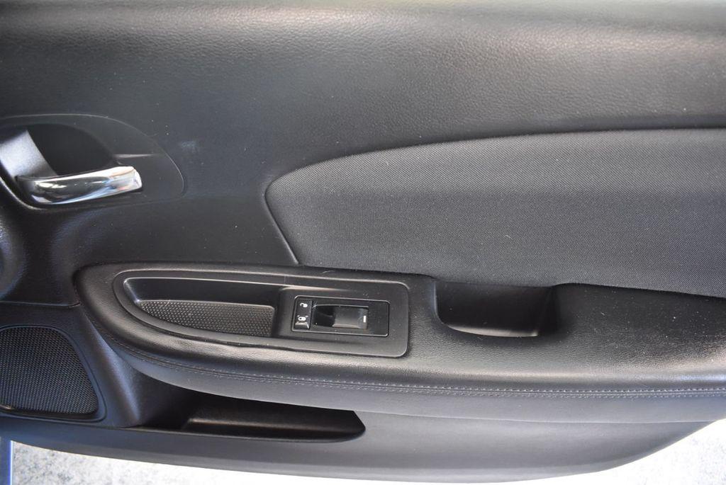 2011 Chrysler 200 4dr Sedan LX - 18037974 - 25