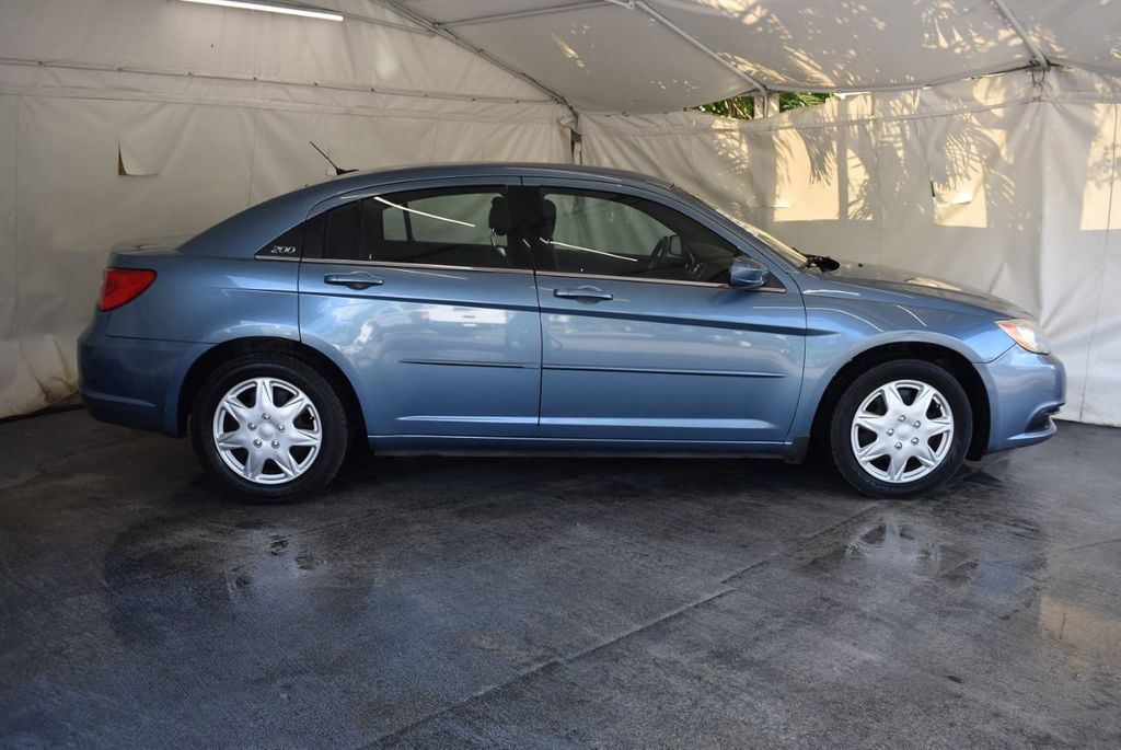 2011 Chrysler 200 4dr Sedan LX - 18037974 - 2