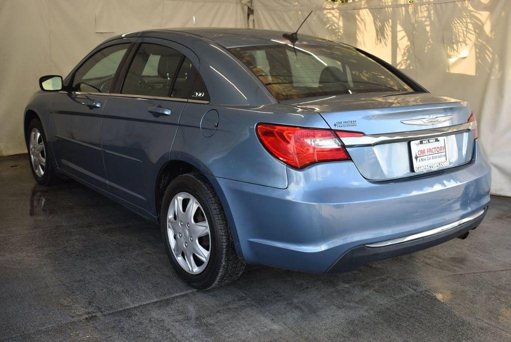 2011 Chrysler 200 4dr Sedan LX - 18037974 - 5