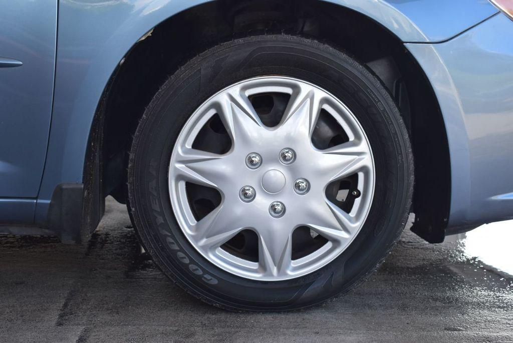 2011 Chrysler 200 4dr Sedan LX - 18037974 - 8