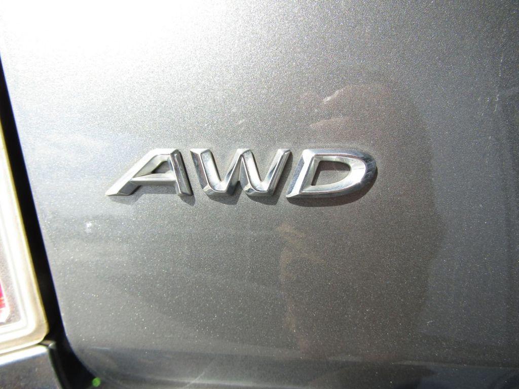 2011 Chrysler 300 4dr Sedan 300C AWD - 18089543 - 9