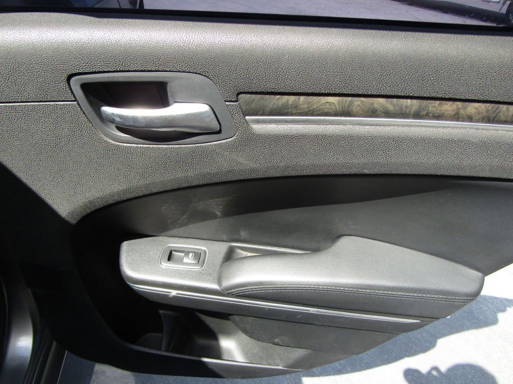 2011 Chrysler 300 4dr Sedan 300C AWD - 18089543 - 13