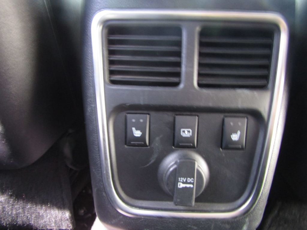 2011 Chrysler 300 4dr Sedan 300C AWD - 18089543 - 14