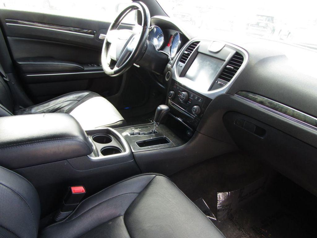 2011 Chrysler 300 4dr Sedan 300C AWD - 18089543 - 15