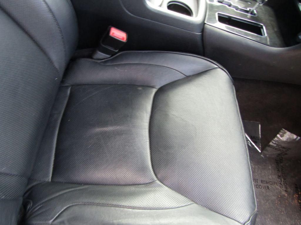 2011 Chrysler 300 4dr Sedan 300C AWD - 18089543 - 20