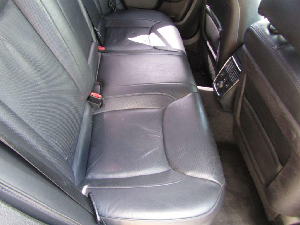 2011 Chrysler 300 4dr Sedan 300C AWD - 18089543 - 21