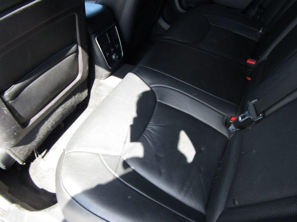 2011 Chrysler 300 4dr Sedan 300C AWD - 18089543 - 22