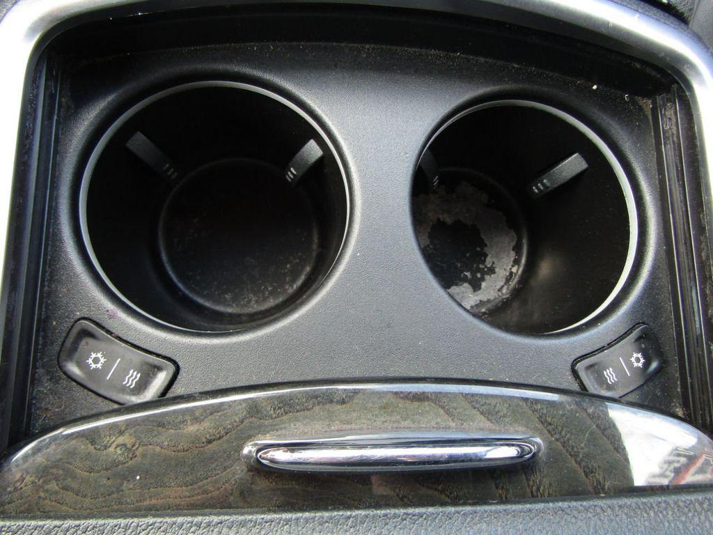 2011 Chrysler 300 4dr Sedan 300C AWD - 18089543 - 23
