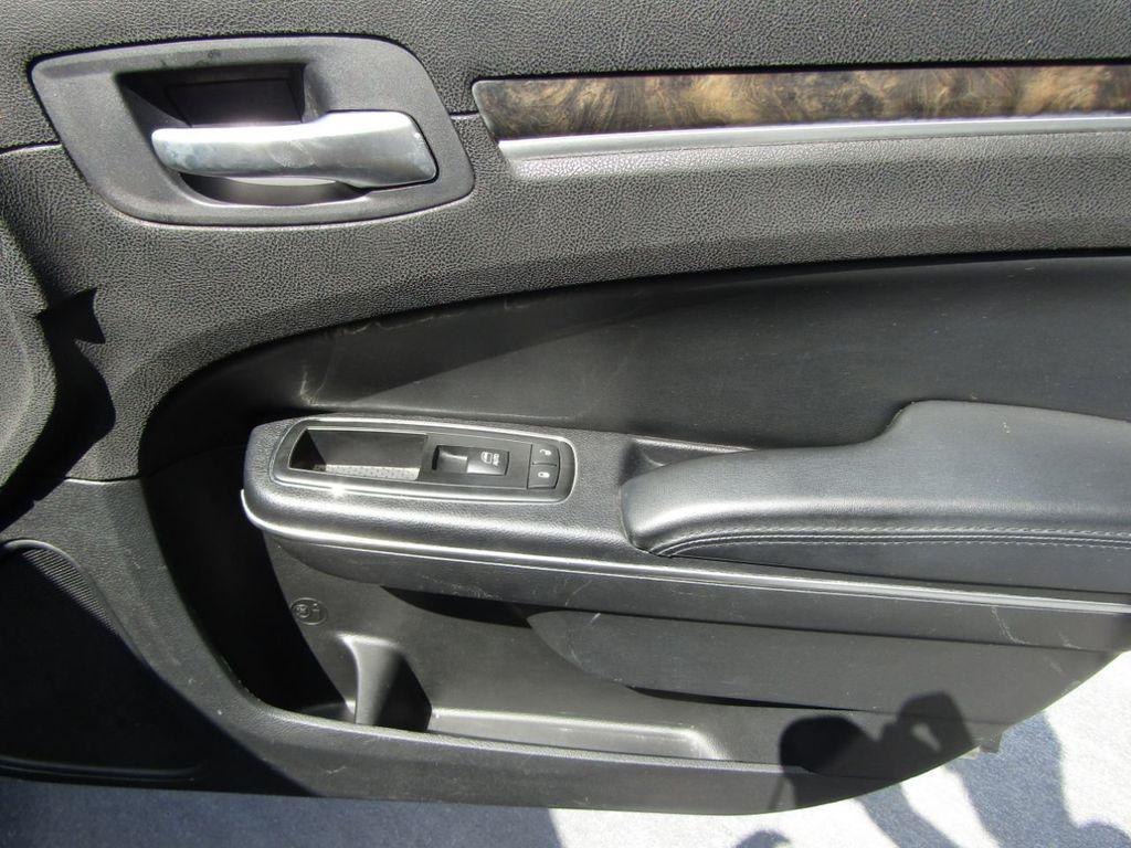 2011 Chrysler 300 4dr Sedan 300C AWD - 18089543 - 25
