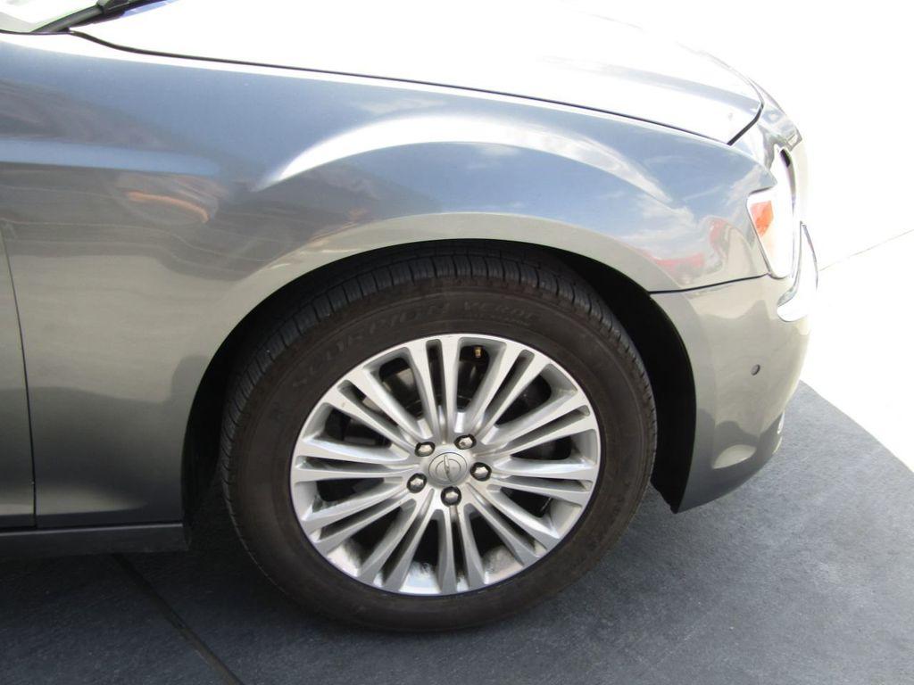 2011 Chrysler 300 4dr Sedan 300C AWD - 18089543 - 33
