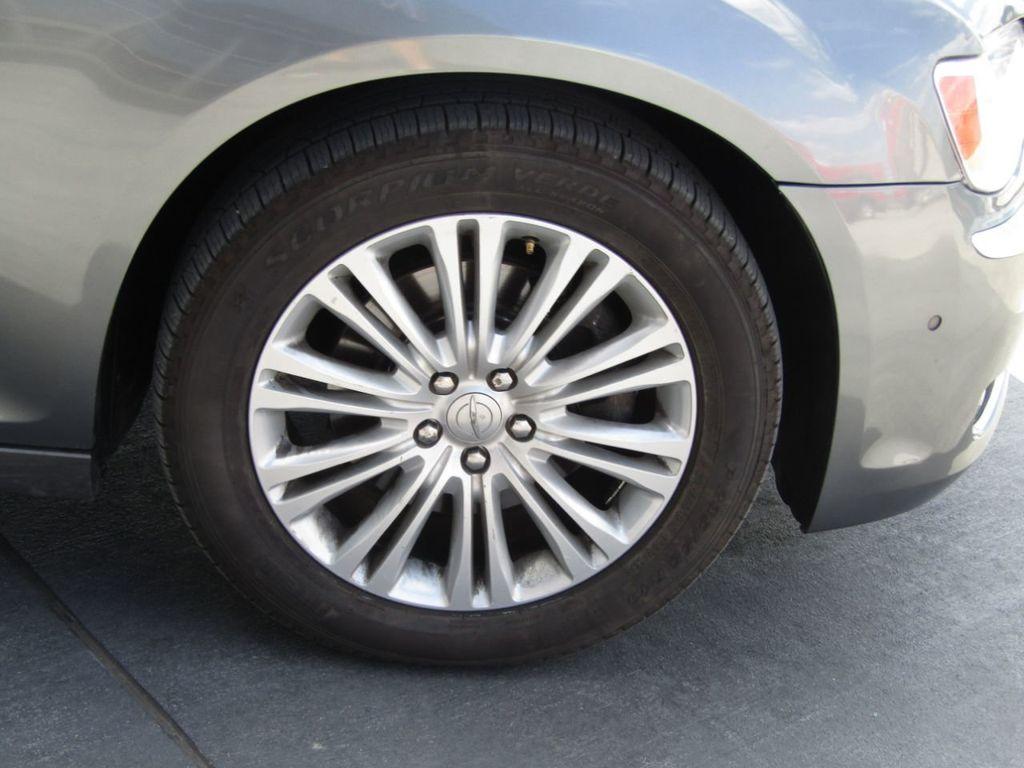 2011 Chrysler 300 4dr Sedan 300C AWD - 18089543 - 34