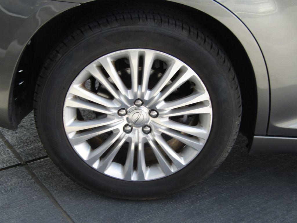 2011 Chrysler 300 4dr Sedan 300C AWD - 18089543 - 35