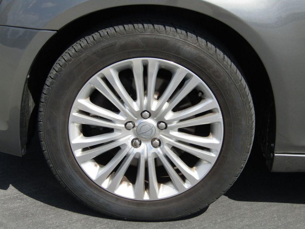 2011 Chrysler 300 4dr Sedan 300C AWD - 18089543 - 37