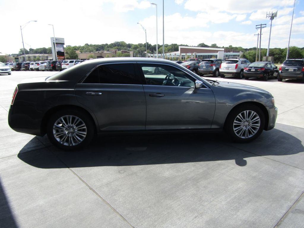 2011 Chrysler 300 4dr Sedan 300C AWD - 18089543 - 7