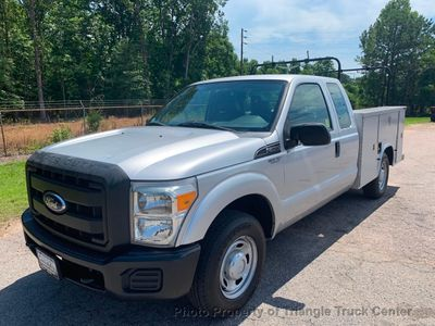 2011 Ford F250HD 4 DOOR SC UTILITY JUST 43k MI SRW ONE OWNER LADDER/PIPE RACKS HITCH - Click to see full-size photo viewer