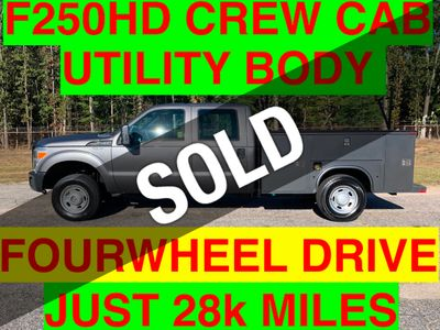 2011 Ford F250HD CREW CAB UTILITY 4x4 JUST 28k MILES ONE OWNER LADDER RACK HITCH RECEIVER
