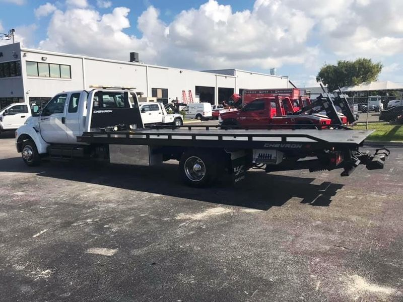 2011 Ford F650 21.1FT CHEVRON ROLLBACK TOW TRUCK.. AIR RIDE AIR BRAKES - 18340795 - 2