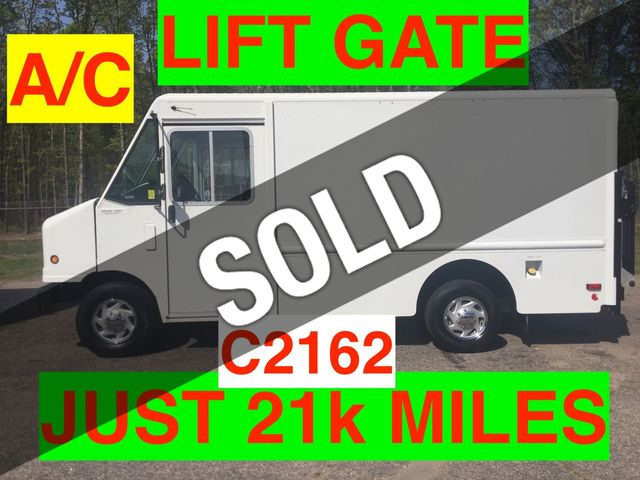 2011 Ford STEP VAN JUST 21k MILES LIFT GATE SRW ONE OWNER!! SUPER CLEAN! COLD A/C