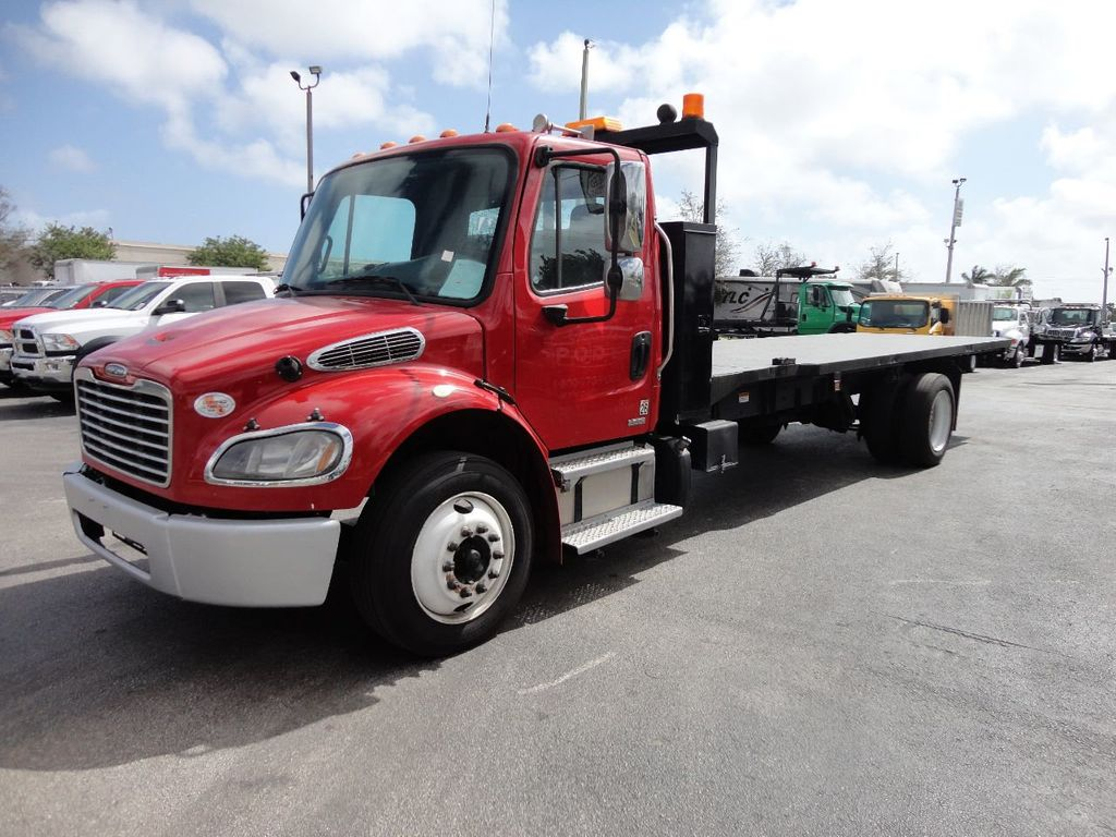 2011 Freightliner BUSINESS CLASS M2 106 AIR BRAKES. AIR SUSPENSION..22FT FLATBED.. - 17335326 - 0