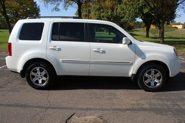 2011 Honda Pilot ONE OWNER AWD TOURING NAVIGATION, LEATHER MOONROOF - Click to see full-size photo viewer