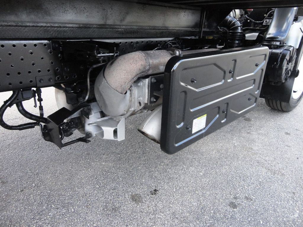 2011 Isuzu NRR 20FT DRY BOX CARGO TRUCK..2500LB TUCK UNDER LIFTGATE - 18433753 - 19
