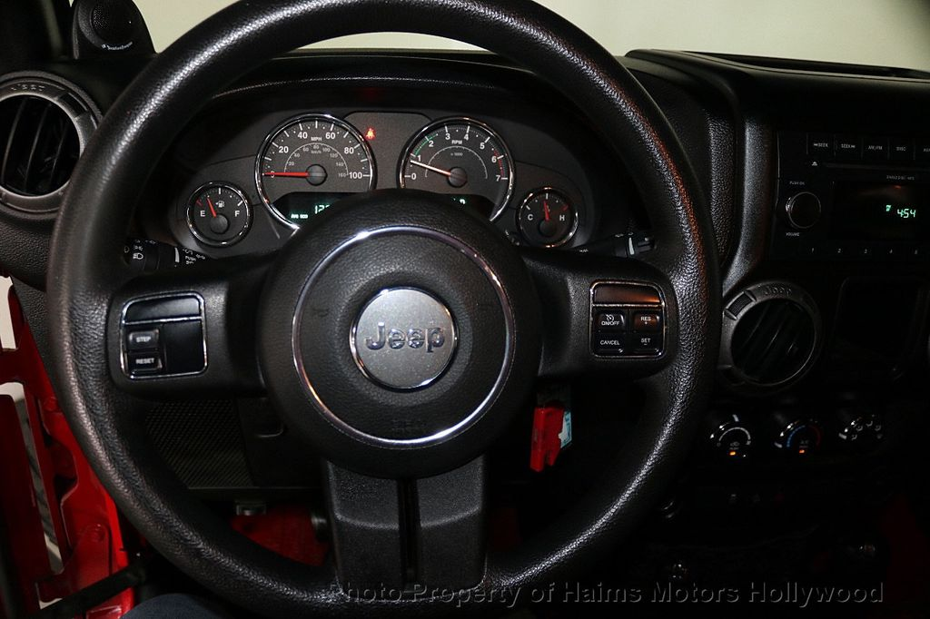 2011 Jeep Wrangler Unlimited 4WD 4dr Mojave - 17740311 - 27