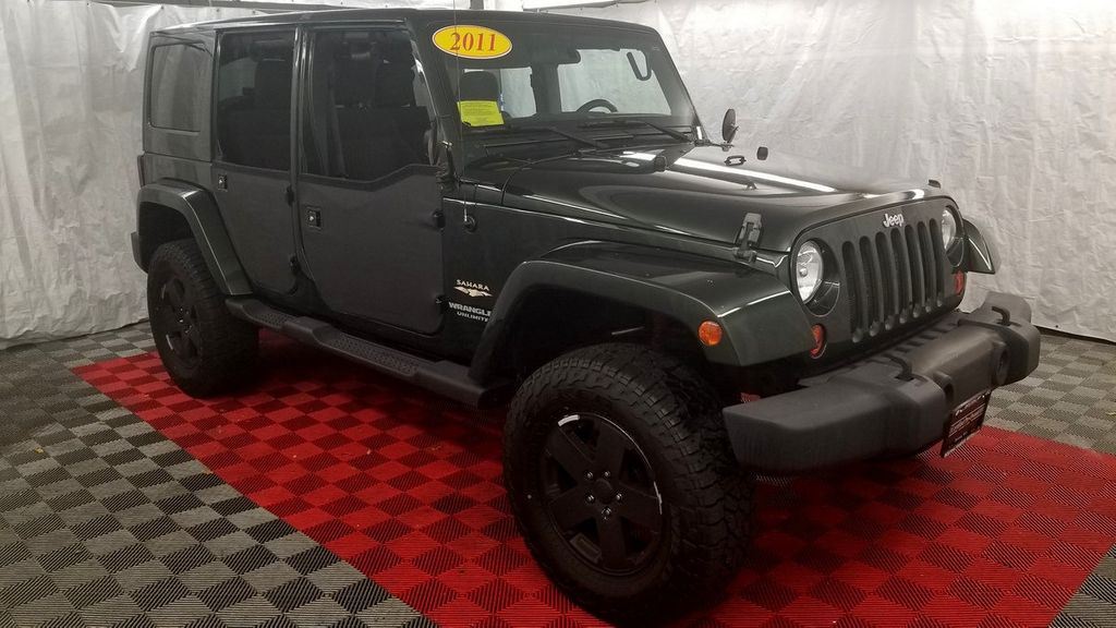 2011 Jeep Wrangler Unlimited 4WD 4dr Sahara - 18052440 - 25
