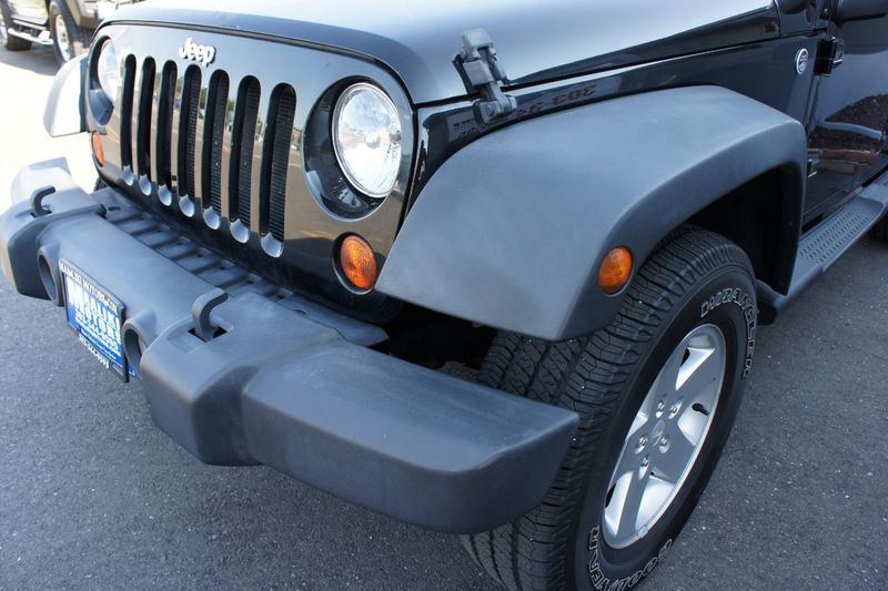 2011 Jeep Wrangler Unlimited 4WD 4dr Sport - 17971184 - 22
