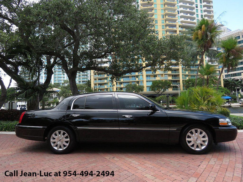 2011 Lincoln Town Car 4dr Sedan Signature L - 16707280 - 12