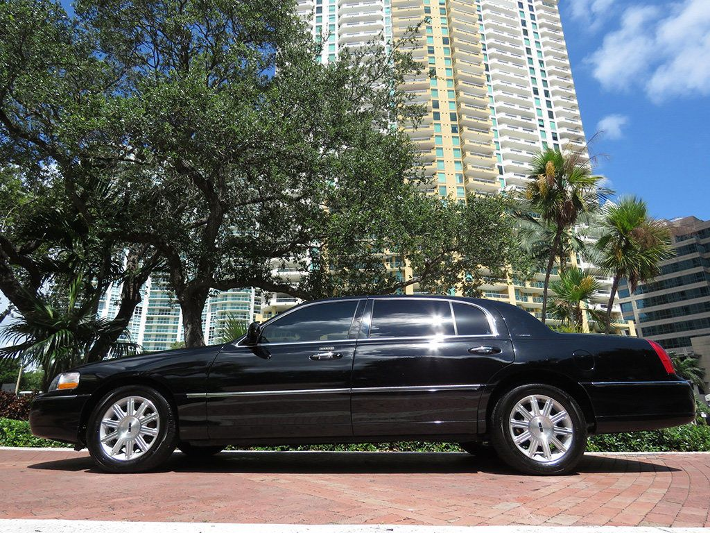 2011 Lincoln Town Car 4dr Sedan Signature L - 16707280 - 13