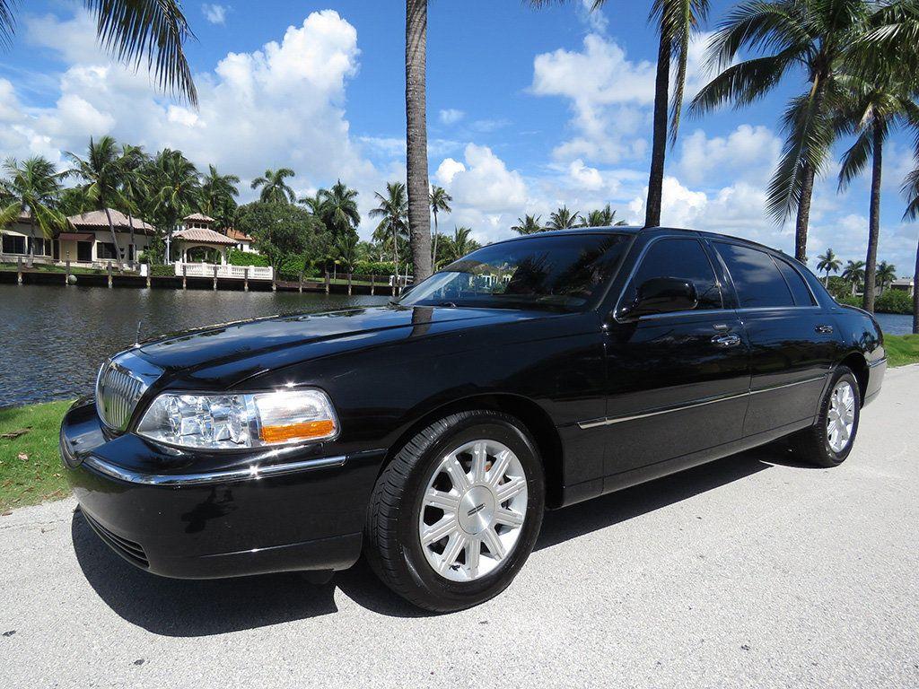 2011 Lincoln Town Car 4dr Sedan Signature L - 16707280 - 15