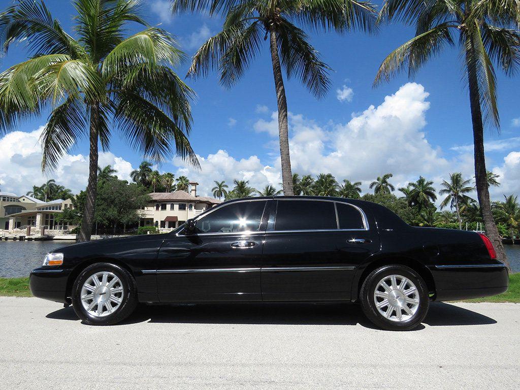 2011 Lincoln Town Car 4dr Sedan Signature L - 16707280 - 26