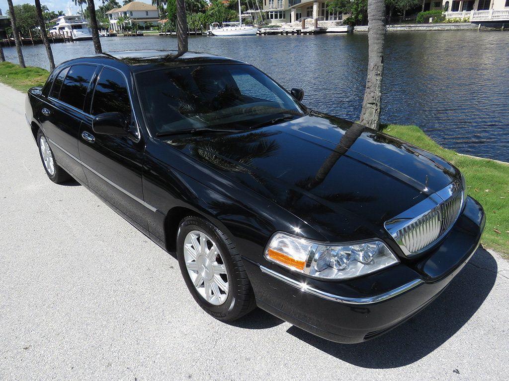 2011 Lincoln Town Car 4dr Sedan Signature L - 16707280 - 27