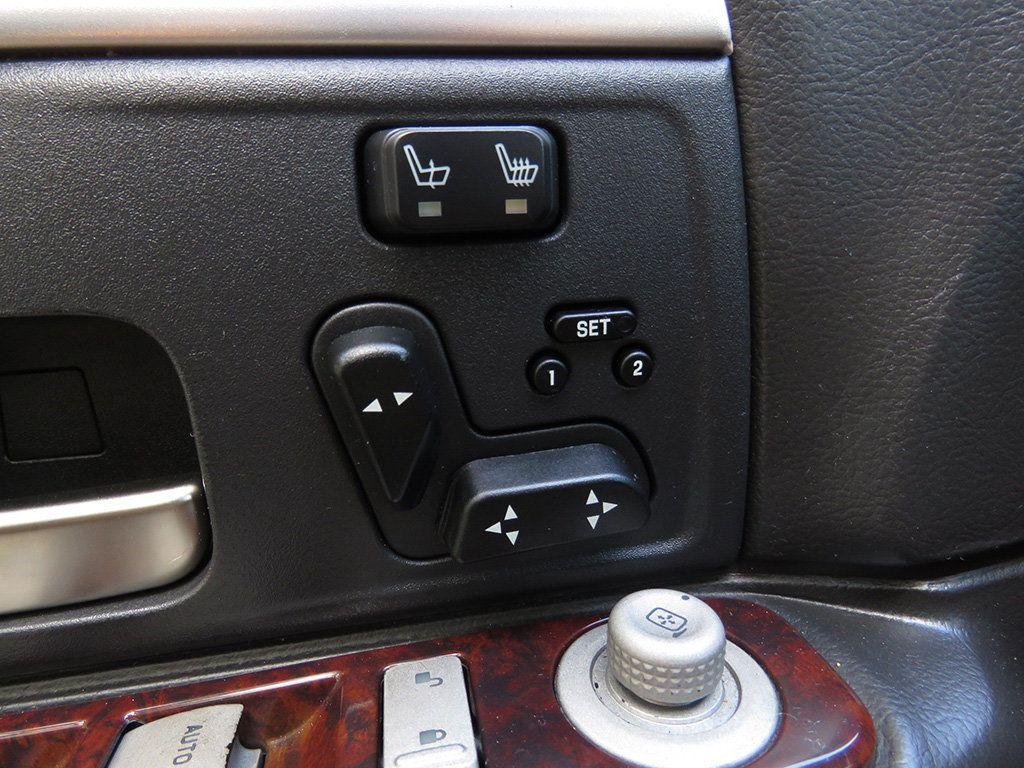 2011 Lincoln Town Car 4dr Sedan Signature L - 16707280 - 29