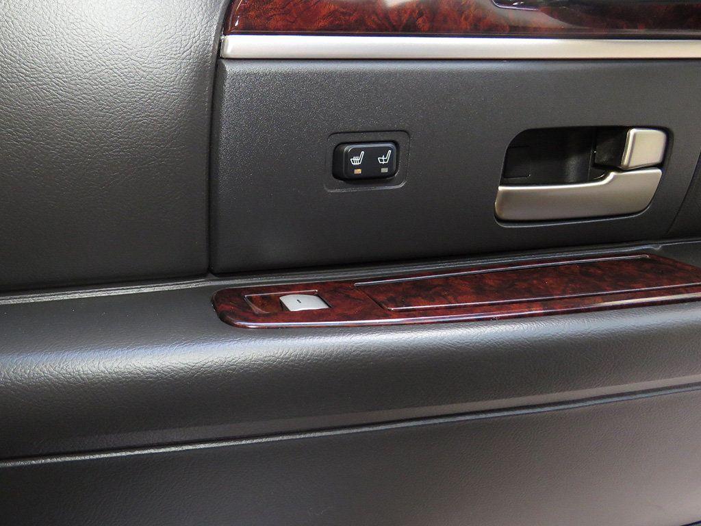 2011 Lincoln Town Car 4dr Sedan Signature L - 16707280 - 31