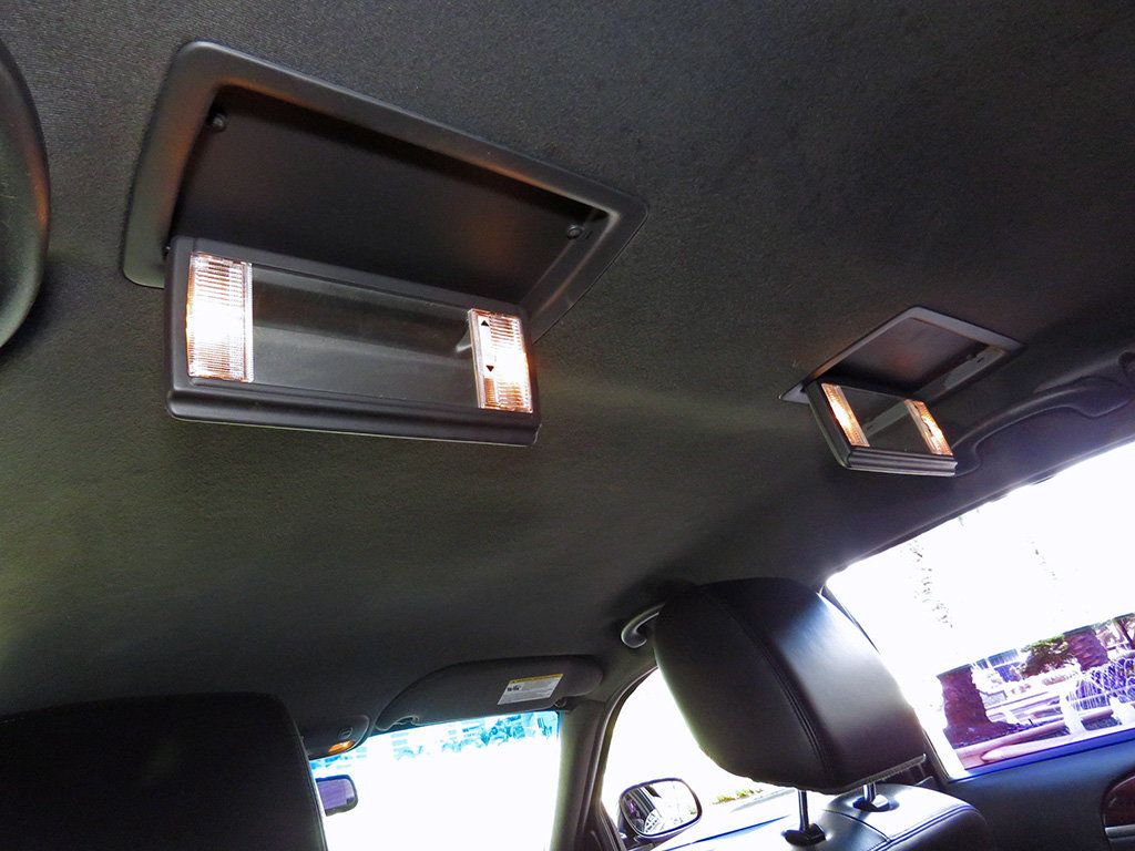 2011 Lincoln Town Car 4dr Sedan Signature L - 16707280 - 34