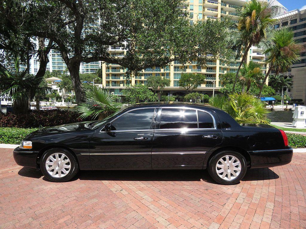 2011 Lincoln Town Car 4dr Sedan Signature L - 16707280 - 3