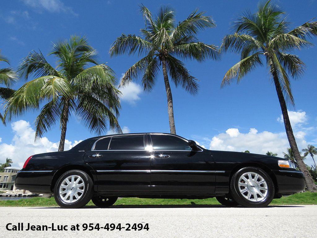 2011 Lincoln Town Car 4dr Sedan Signature L - 16707280 - 46